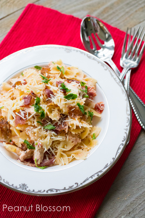 Creamy chicken and black peppered bacon pasta