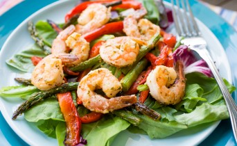 Lemon garlic shrimp with roasted red pepper and asparagus