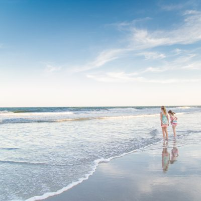 4 fun beach picture ideas you'll be so excited to share