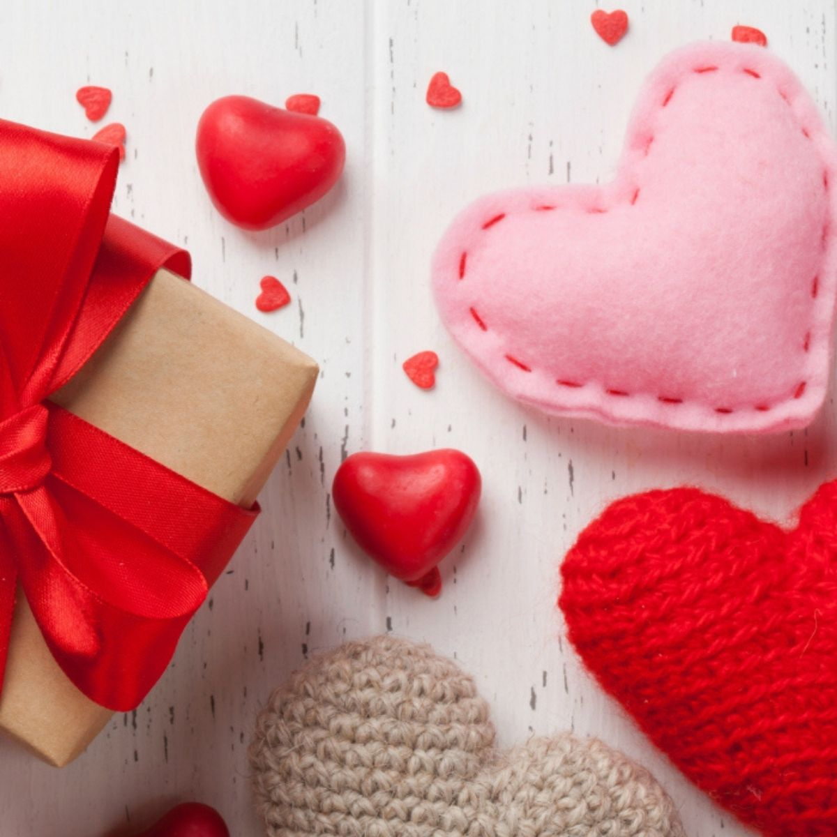 A Valentine's gift box with felt and crochet puffy hearts.