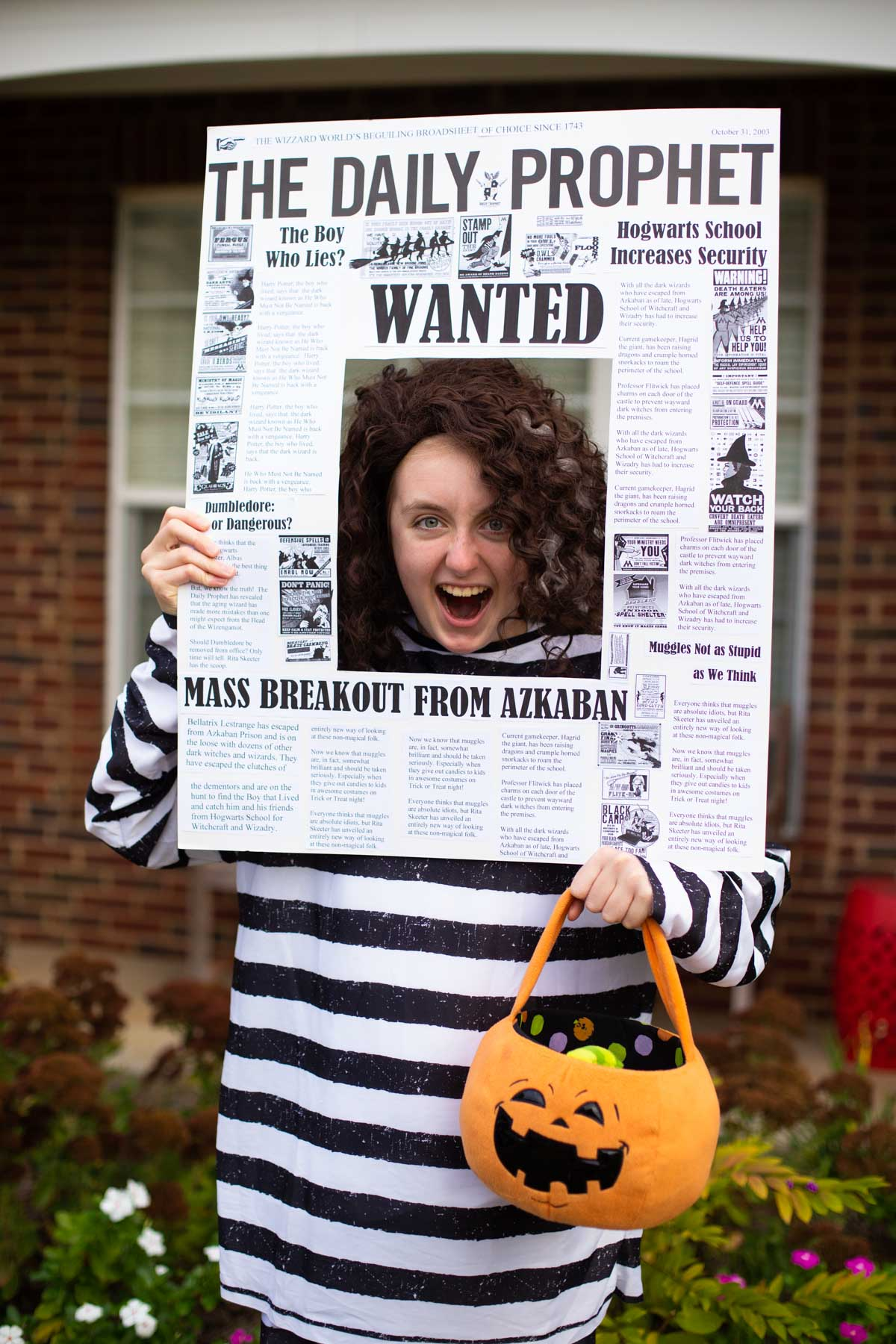 A teen girl is dressed up as Bellatrix Lestrange featured on the Daily Prophet for Halloween.